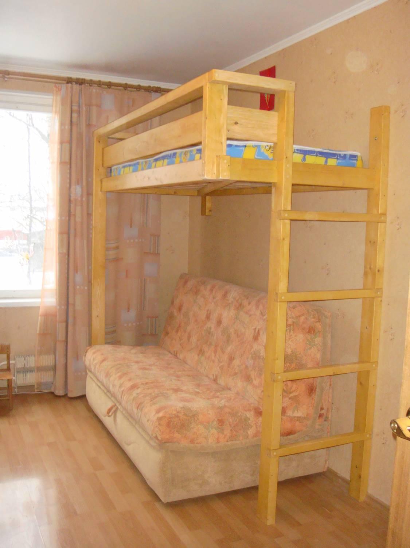 Второй ярус кровати над диваном своими руками